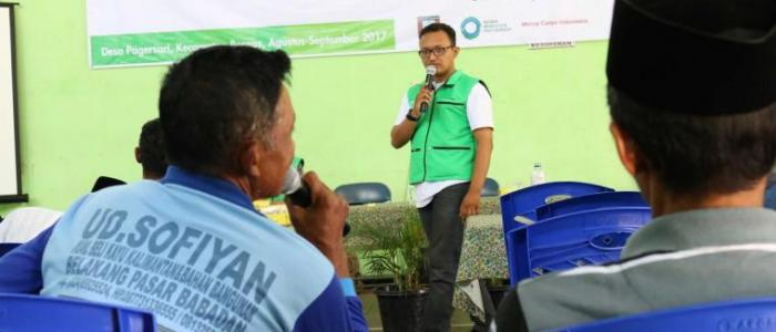 The opportunity to be a speaker at the Field School was taken by Reanes so he could understand issues at the community level. Photo: Rais Wildan/Mercy Corps Indonesia